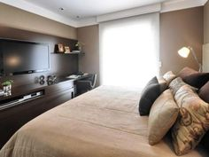 a cama de lado e com algumas almofadas faz parecer um loung....tirando a cara de quarto, para um adulto fica mais interessante a proposta