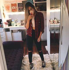 Camisa xadrez não é de hoje que é a favorita da vida pra compor um look mega estiloso , ainda é super batatinha e de facil acesso 《pinterest: @Lariifreitas 》