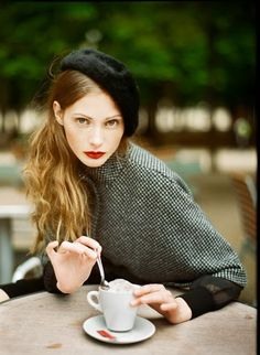 Parisian Chic Street Style - Dress like a Frenchwoman - moda - Street Parisienne Chic, Looks Street Style, Looks Style, 50 Style, Mode Style, Girl Style, Boho Mode, Look Girl, Moda Chic