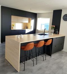 Trendy kitchen ikea kungsbacka Ideas This elegant decor fashion, which creates warm and close Modern Ikea Kitchens, Kitchen Ikea, Ikea Kitchen Design, Diy Kitchen Decor, Black Kitchens, New Kitchen, Home Kitchens, Grey Kitchen Island, White Kitchen Cabinets