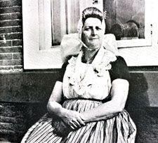 Vrouw in dracht van Middelburgs ambacht (De Bree/Van Ham, 1975)