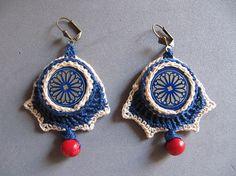 Crochet earrings with bottle caps por Filfrart en Etsy
