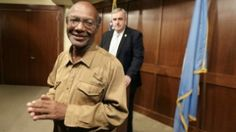 Vagabundo Devolvió US$42 Mil y Recibió Como Recompensa Más de US$110 Mil  http://soloparatiradio.com/?p=5501 - #honestidad #testimonio @soloparati radio