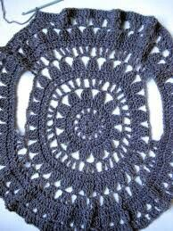 these 12 crochet circular vest jacket patterns that are all inspired of bohemian fashion! These free crochet patterns for jacket would also be great for stylish Crochet Circle Vest, Poncho Crochet, Crochet Bolero, Crochet Vest Pattern, Crochet Circles, Crochet Motif, Crochet Designs, Crochet Lace, Crochet Stitches