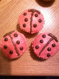 Ladybug Cupcakes Ladybug Cupcakes, Diy Projects To Try, Cupcake Cakes, Baking, Food, Patisserie, Bakken, Cup Cakes, Hoods
