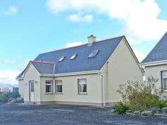 Glynsk House - Delightful detached cottage near Carna. Beautiful surroundings, open fire, perfect touring base for Connemara National Park and stunning coastline. Open Fires, Catering, National Parks, Shed, Cottage, Houses, Outdoor Structures, Mansions, House Styles