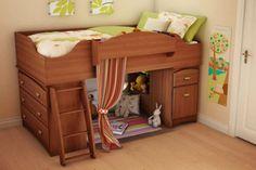 kleine kinderzimmer hochbett-leseecke-leiter-holz-vorhang-gruen-akzente