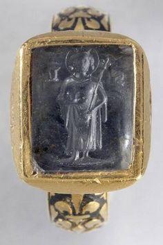 Anneau sigillaire dit de Saint Louis, XIVe siècle, émail champlevé, nielle, or et saphir, diamètre 0,230 m, Paris, musée du Louvre. trésor de saint denis - france