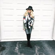 Up to 70% off at @francescas currently going on! . . #francescas #blanketscarf #ootd #wiw #sale