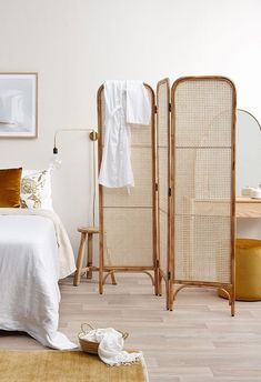 5 Ingenious ways to use room dividers in your dreamy home (Daily Dream Decor) Folding Screen Room Divider, Room Dividers, Room Screen, Bedroom Divider, Sweet Home, Decoration Bedroom, Coastal Bedrooms, Dream Decor, Home Fashion