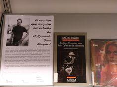 Sam Shepard, actor, director y dramaturgo, muere a los 73 años. Autor de más de 40 obras teatrales, optó al Oscar al mejor intérprete de reparto por 'Elegidos para la gloria', en 1983. Peter Handke, Sam Shepard, Director, Cover, Books, Short Poems, Hollywood Stars, Writers, Short Stories