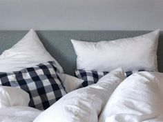 Use zippered dust-proof casings for pillows and mattresses. The pore space of such casings is so small that dust mites and their waste products can't get through.