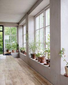 old interior, deco: potted plants, glazed, white - New Deko Sites The Way Home, Ideal Home, Plants On Window Sill, Window Ledge, Interior Architecture, Interior And Exterior, Interior Plants, Minimal Home, Deco Design