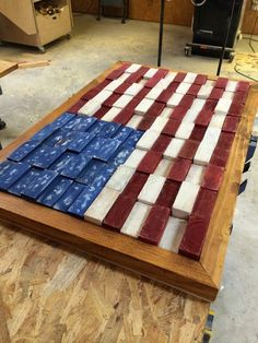 Scrap Flag This project used a pile of bowed and warped and that would have been headed for the garbage. This American flag decor recycles otherwise useless supplies and gives you a patriotic finished piece. Scrap Wood Crafts, Scrap Wood Projects, Diy Pallet Projects, Pallet Ideas, Scrap Wood Art, Wood Crafts Furniture, Art Projects, Pallet Crafts, Wooden Crafts