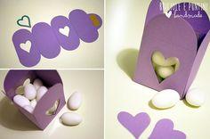 bomboniera a scatolina lilla con finestrella a cuore
