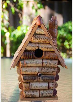 Una casa para pájaros hecha de corchos!  A birdhouse made of corks!