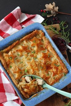 Leftover Turkey Cranberry and Brie pie An easy recipe to use up your Christmas leftovers by turning them into a delicious Turkey, Cranberry & Brie Pie. It even uses up leftover vegetables too! Turkey Pie Recipe, Leftover Turkey Recipes, Leftovers Recipes, Dinner Recipes, Turkey Leftovers, Easy Meals For Kids, Healthy Family Meals, Easy Healthy Recipes, Kids Meals