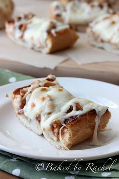 Barbecue Chicken French Bread Pizza Recipe I tried! A little BBQ sauce does go a long way. Calzone, Stromboli, Pizza Recipes, Chicken Recipes, Cooking Recipes, Chicken Meals, Cooking Tips, Dinner Recipes, I Love Food