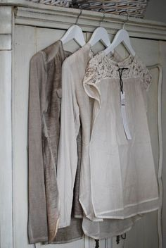 Amazing tops that go with everything. Fashion Mode, Look Fashion, Spring Fashion, Elisa Cavaletti, Mein Style, Beige, Taupe, Mode Outfits, Boho