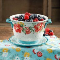 It's easy to prep food in style with the The Pioneer Woman Flea Market Ceramic Colander . This ceramic colander and complementary drip plate are. The Pioneer Woman, Pioneer Woman Dishes, Pioneer Woman Kitchen, Pioneer Woman Recipes, Pioneer Women, Biscuit Mix, Ree Drummond, Dinner Plate Sets, Kitchen Essentials