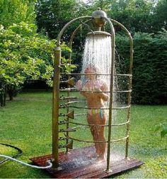Discover thousands of images about Hose-fed portable outdoor shower Outdoor Baths, Outdoor Bathrooms, Backyard Projects, Outdoor Projects, Wood Projects, Outdoor Spaces, Outdoor Living, Outdoor Decor, Outdoor Ideas