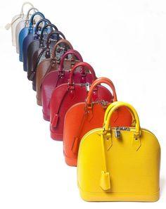 Louis Vuitton. La mítica linea de piel Epi se enriquece con 11 nuevos colores. Bolso Alma: 1.050 euros