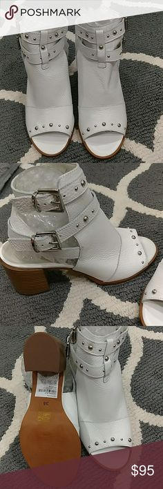 TOPSHOP SHOES SIZE 7.5 TOPSHOP SHOES. SIZE 7.5. NATIONAL WHITE WITH SILVER BUCKLES. NWT. TOPSHOP Shoes