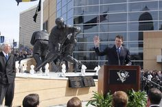 3/7/12 - Mario Lemieux stands in appreciation of the statue built to honor him in front of Consol Enery Center.