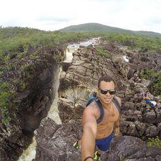 """"""" A natureza é o único livro que oferece um conteúdo valioso em todas as suas folhas."""" Johann Goethe  #chapadadosveadeiros #altoparaiso #vilasaojorge #goias #cerrado #planaltocentral #brazil #natureza #nature #preservacao #preserve #paraiso #paradise #trilhasetravessias #trilhandotrilhas #malaemochila #aventureirosbr #trilheiros #mochileiros #canion #mochileirosgrupofechado #viajantesdubbi #viajeibonito #trilhaseaventuras @trilhasetravessias @trilhaserumos #profissaoaventura #clickstheworld…"""