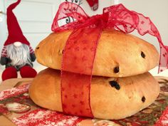 Fra gammel tid av kaltes dette julekake, og har siden den gang blitt så populært at det er å finne i norske husstander hele året igjennom. Men det er fortsatt til jul det smaker best! 3 store juleb...