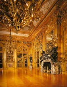 Marble House, one of the Newport Mansions...boy those Vanderbilt's really knew how to live it up... crwndprncess