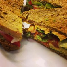 Avocado-Hummus-Sandwich (via Nähgestöber, Veggieblogtag)