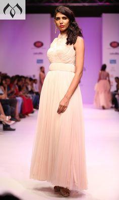 #irw #indianrunwayweek #coutureindia #indiancouture #hyderbaddesigner #fashionweek Contact Details:040-65550855/9949047889 Watsapp:8142029190/9010906544 Email-id:Mugdha410@gmail.com Instagram:MugdhaArtStudio