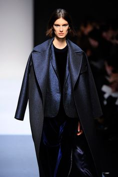 Wide collared coats in Midnight Blue || MaxMara #MFW