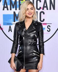 #SelenaGomez just debuted platinum blonde hair at the #AMAs tonight.  via INSTYLE MAGAZINE OFFICIAL INSTAGRAM - Fashion Campaigns  Haute Couture  Advertising  Editorial Photography  Magazine Cover Designs  Supermodels  Runway Models