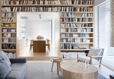 Victorianisches Haus in Melbourne: viele Bücher bringen Wohnlichkeit