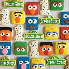 These adorable Sesame Street Birthday Cookies were made by Meg Makes and . Sesame Street Birthday Cakes, Sesame Street Cake, Sesame Street Cookies, Sesame Street Cupcakes, Grover Sesame Street, Sesame Street Signs, Elmo Cookies, Elmo Cake, Cookies For Kids