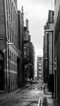 The alleyways of Manchester  by Mike Kniec