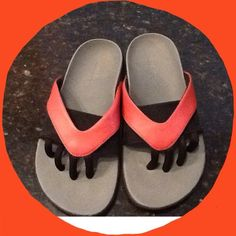 """Wellrox These are """"good for you"""" shoes.  They have toe separators which is supposed to aid I posture, they also have great arch support and conform to the shape of your foot.  Exceptionally comfortable!  The size says 6, normally I wear between a 6 1/2 and a 7.  A 7 in these were too big, and these my feet rest on the back edge...I'd say they would be good from a 6 to a 6 1/2 .  These may have been worn for a few hours but not much more than that Wellrox Shoes"""