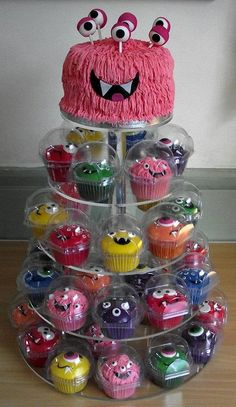I like the monster cake, I'd skip the cupcakes but i usually avoid cake pops so I would have to figure out how to arrange the eyes Fete Halloween, Halloween Cakes, Halloween Treats, Halloween Stuff, Halloween Halloween, Halloween Decorations, Halloween Costumes, Monster Birthday Parties, Monster Party