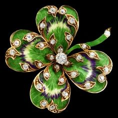 Enamelled four leaf clover pin set with diamonds, ca.1925.