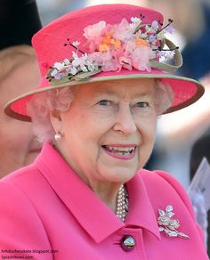 Queen Elizabeth II attends the opening of the Alexandra Gardens Bandstand on April 2016 in Windsor, England. The Queen and Duke of Edinburgh are carrying out engagements in Windsor ahead of the. Get premium, high resolution news photos at Getty Images God Save The Queen, Hm The Queen, Royal Queen, Her Majesty The Queen, Queen And Prince Phillip, Prince Charles And Diana, Prince Philip, Neon Outfits, Queen Outfit