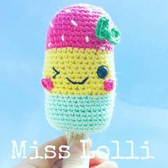 Retrouvez cet article dans ma boutique Etsy https://www.etsy.com/fr/listing/274191084/miss-lolli-hochet-glace-amigurumi-au