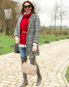 Saturday in love 😍  .  🇩🇪Guten Morgen, rot, schon wieder rot 🙈ich wünsche euch einen schönen Samstag 🎄  .  🇧🇷Bom dia, alguma duvida que vermelho é a minha cor preferida ? ❤️lindo sábado pra vocês 🙋🏻♀️  .  .  .  #redlook #redlovers#ichlieberot#vermelho #lookdodia #lookdavidareal#meuestilo#modafeminina#modaderua#modainverno#overkneeboots #zara#gucci#mascaro #meulookdodia#ichheuteso#ichgeradeso#over40style #ü40blogger #mulheresmaduras #brazilianblogger #germanblogger #germanblogger_de…