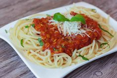 Vege boloňské špagety - Powered by Waffle Bar, Brunch Party, Meatball Recipes, Diet Meal Plans, Food Inspiration, Diet Recipes, Spaghetti, Easy Meals, Pasta