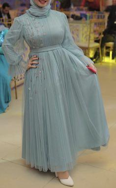 Muslim Evening Dresses, Hijab Evening Dress, Pakistani Dresses Casual, Muslim Dress, Stylish Dresses, Fashion Dresses, Hijab Prom Dress, Floral Skirt Outfits, Beautiful Dress Designs