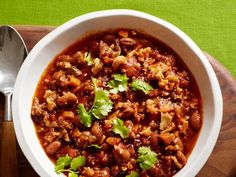 Make a batch of Food Network Magazine's one-pot Spicy Vegetarian Chili for Meatless Monday dinner and serve with Paula Deen's old-fashioned Biscuits. Veggie Chili, Vegetarian Chili, Vegetarian Recipes, Cooking Recipes, Healthy Recipes, Spicy Chili, Chili Food, Cooking Ideas, Delicious Recipes