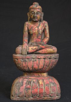 Old sitting Buddha [Material: Wood] [29,5 cm high] [Bhumisparsha Mudra] [Originating from Burma]