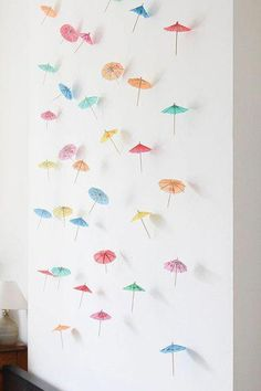Under My Umbrella - DIY Decor: How to Make a Paper Umbrella Garland- Lonny Lonny contributor Steph Hung's super-simple wall treatment puts the tiki trend in the spotlight Flamingo Party, Diy Party Dekoration, Hawaian Party, Umbrella Decorations, Paper Umbrellas, Tiki Party, Diy Banner, Diy Décoration, Diy Party Crafts