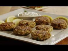 Salmon Cake Recipe - How to Make Easy Salmon Cakes Easy Salmon Recipes, Seafood Recipes, Chicken Recipes, Cooking Recipes, Healthy Recipes, Seafood Soup, Delicious Recipes, Healthy Food, Salmon Cakes